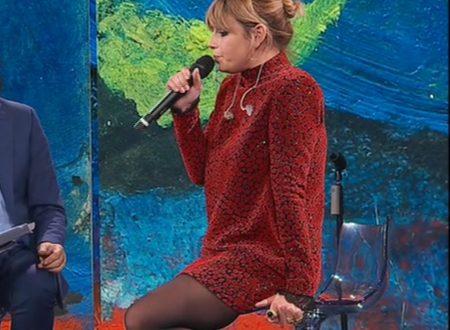 Emma Marrone stupenda con calze velate! 27-10-2019