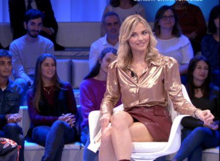 Francesca Fialdini in minigonna! A ruota libera 27-10-2019
