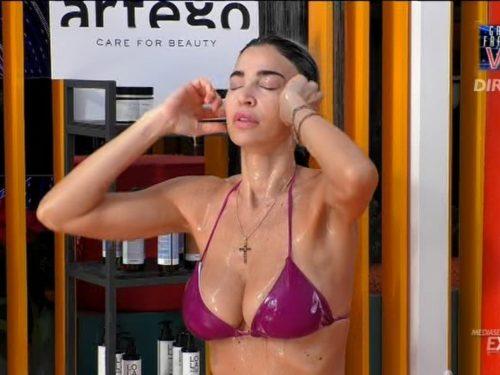 Rosalinda e Dayane Mello: una doccia troppo hot! Gfvip 2020